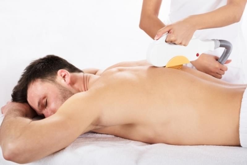آنچه مردان باید از درمان موهای زائد با استفاده از دستگاه لیزر بدانند