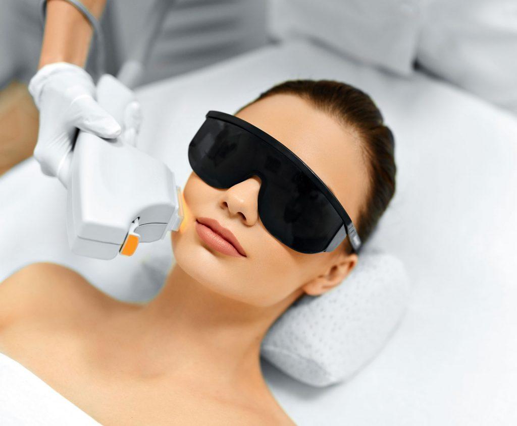راهکارهایی برای نگهداری از پوست بعد از عمل لیزر برای رفع موهای زائد